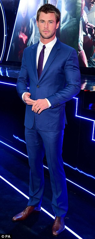 27D2F3CF00000578-3049296-A_treat_for_the_ladies_Chris_Hemsworth_looked_suitably_handsome_-m-128_1429645815293.jpg
