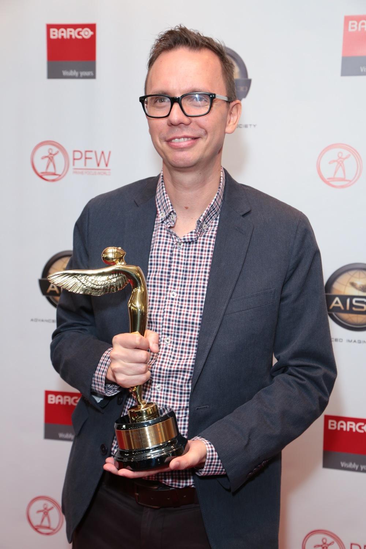 PFW R&D Software Developer Laszlo Rikker with the award