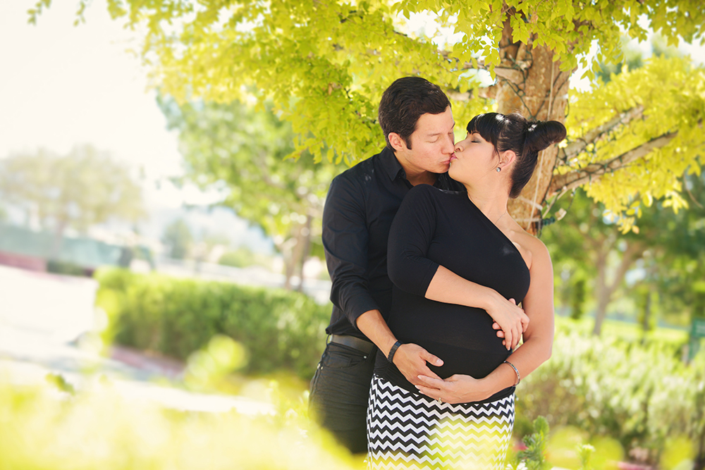 Maternity-photographs-at-park