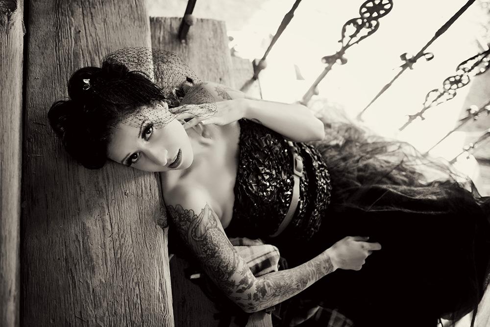 black-and-white-bridal-portraits-birdcage-veil
