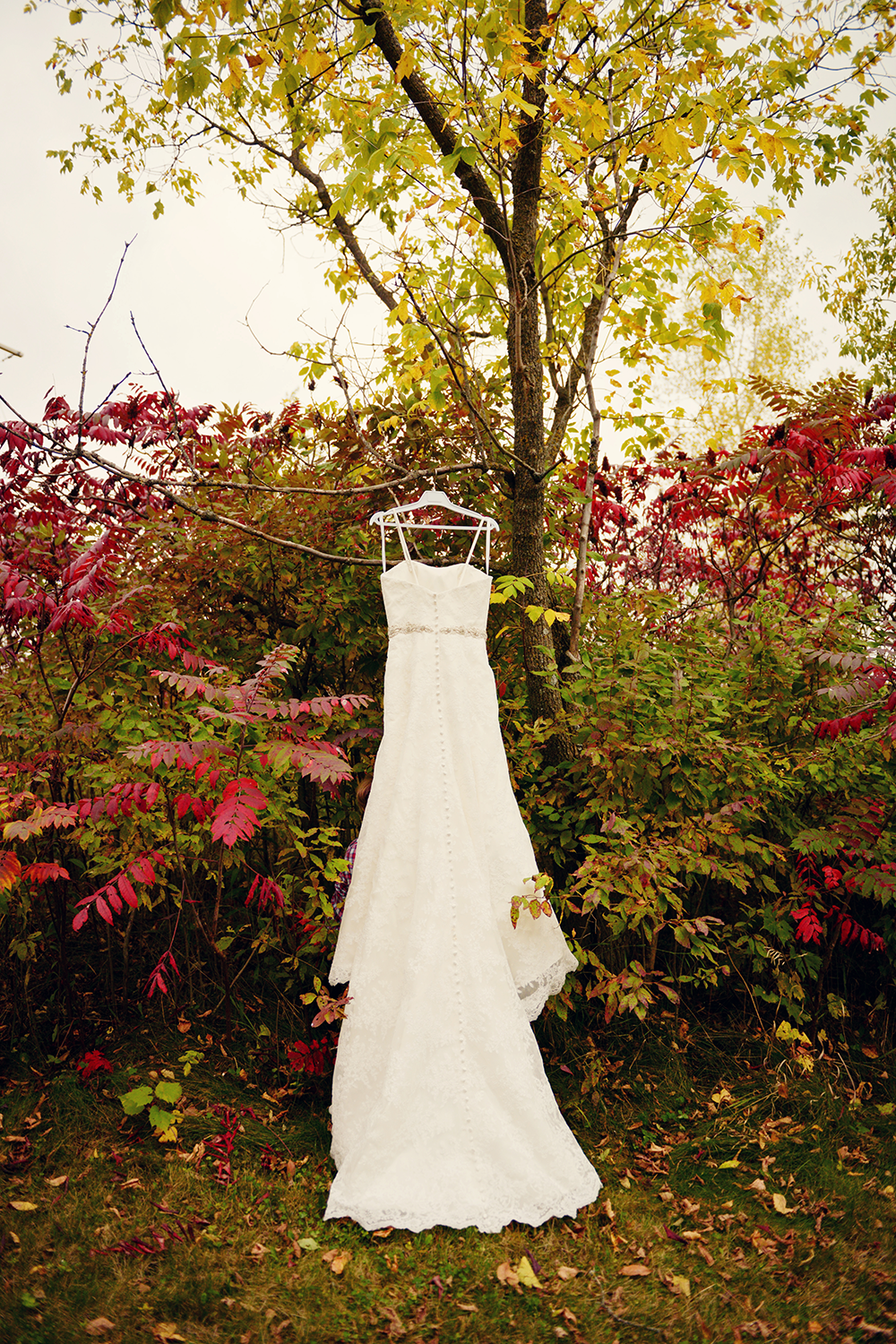 wedding-dress-photo-outside