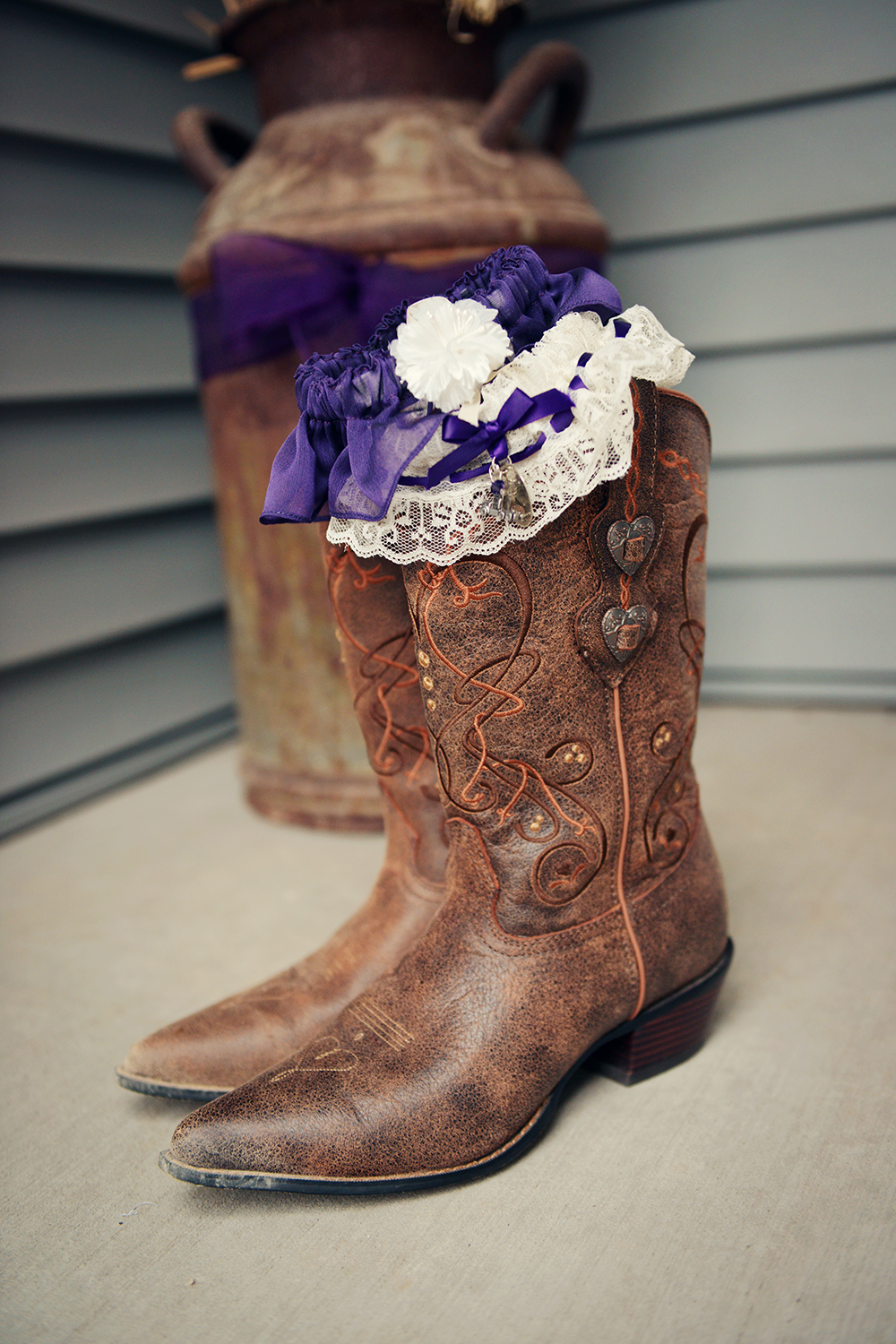 cowgirl-boots-for-a-vintage-wedding
