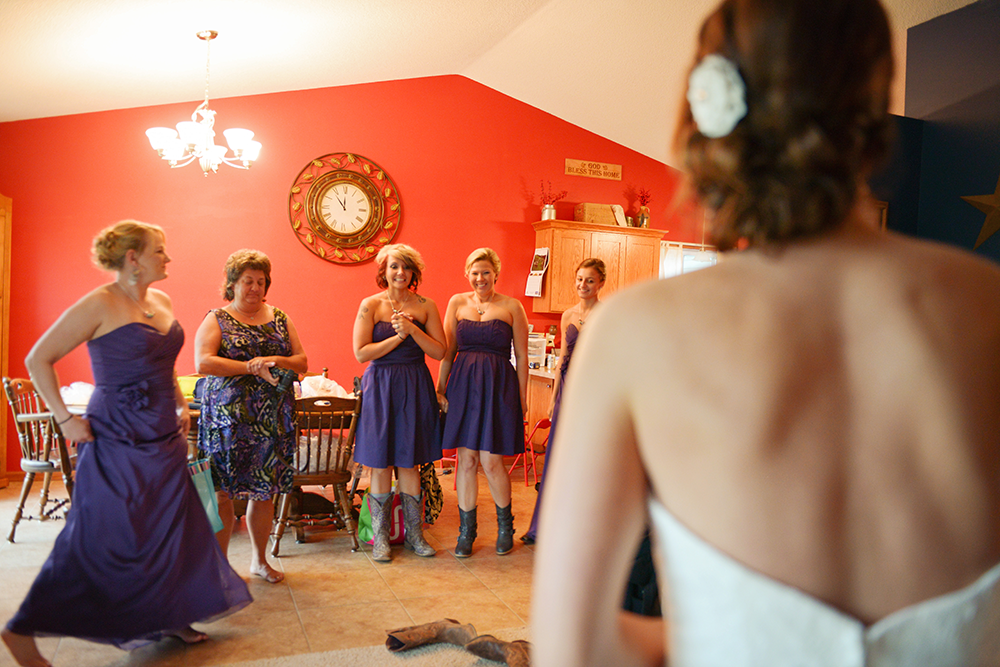bridesmaids-seeing-the-bride
