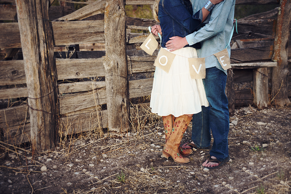 rustic-love-albuquerque-poses-