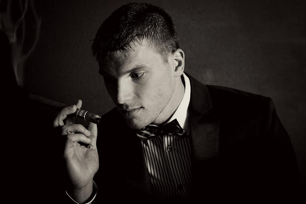 man-smoking-cigar-photographer-black-and-white