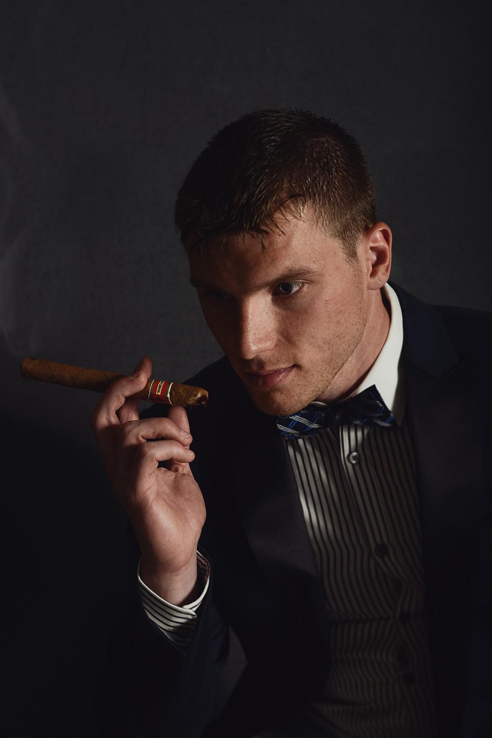 advertising-poses-men-cigar-rugged