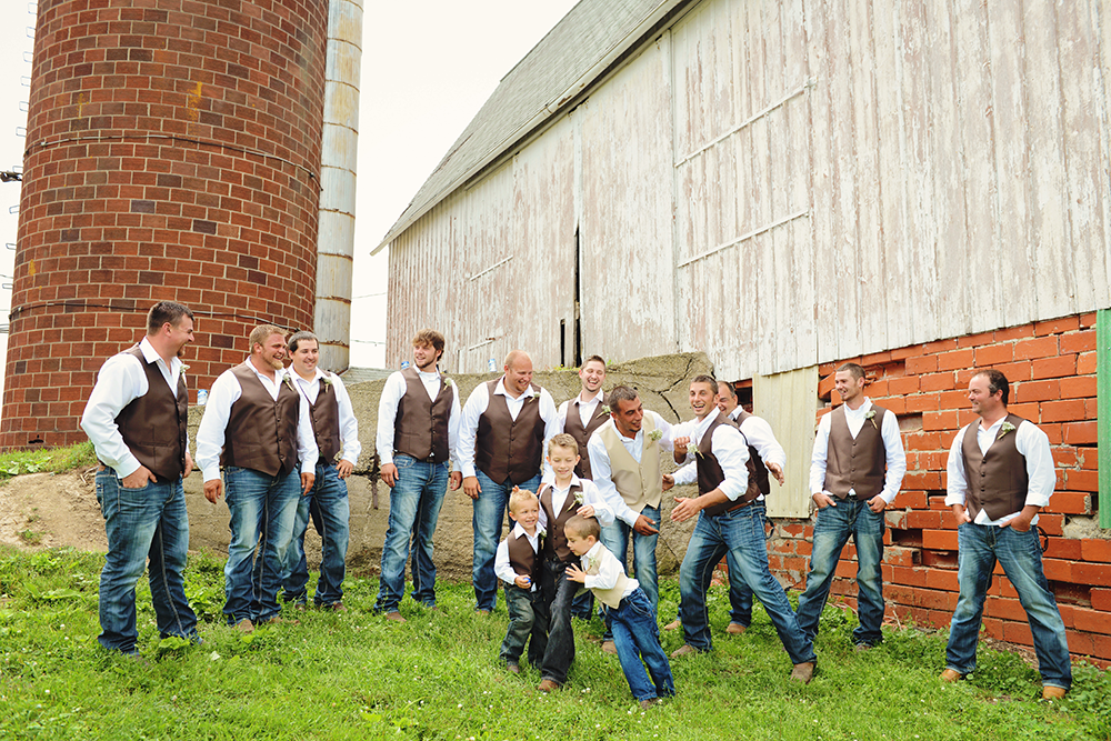 fun-groomsmen-portraits-day-of-wedding-country