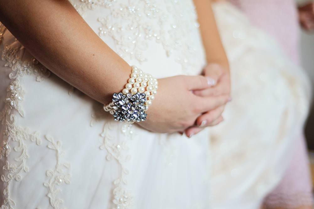 bridal-jewelry-hands-getting-ready-poses