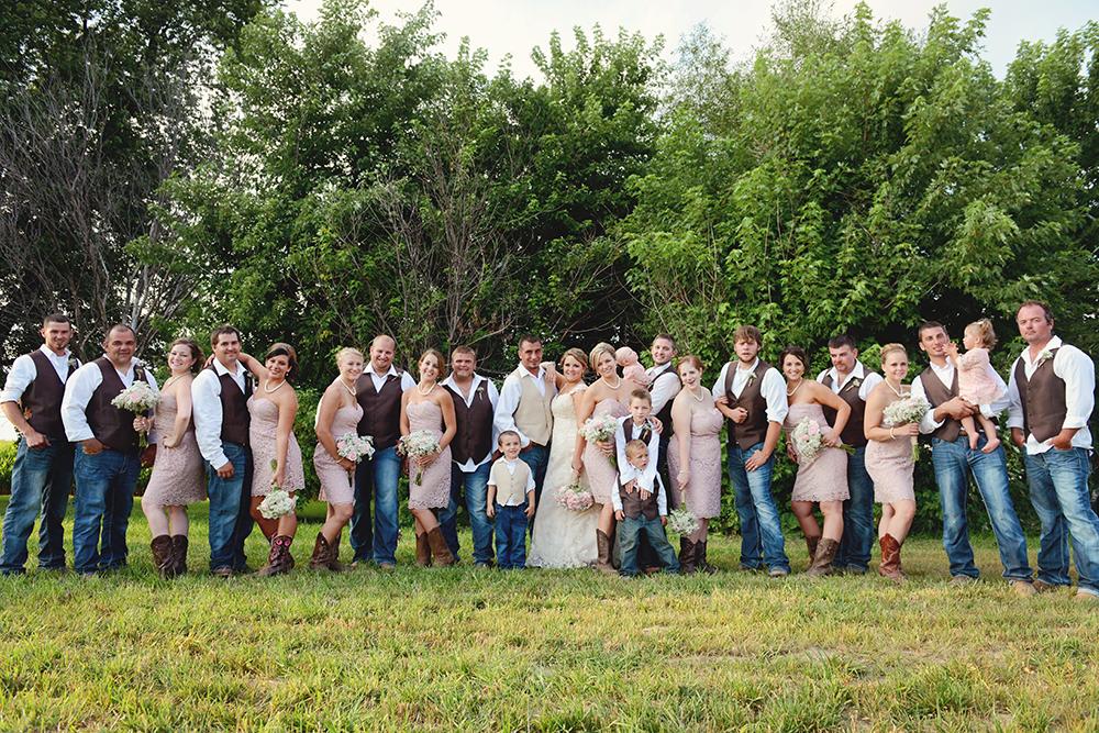 unique-wedding-party-photography-having-fun-vintage-