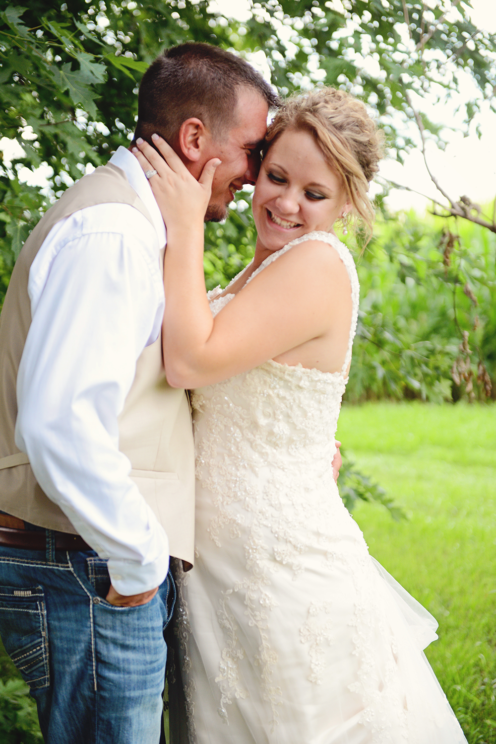 couples-poses-for-minnesota-wedding-day-holst
