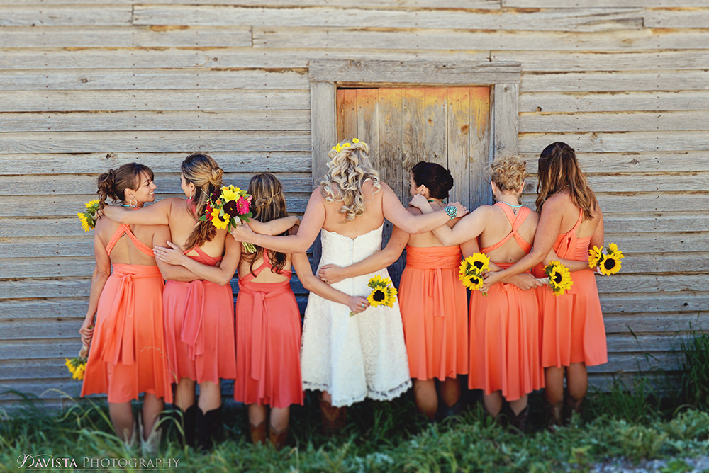 adorable-wedding-party-poses-bri