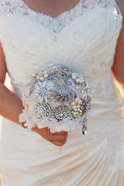 broach-bouquet-wedding
