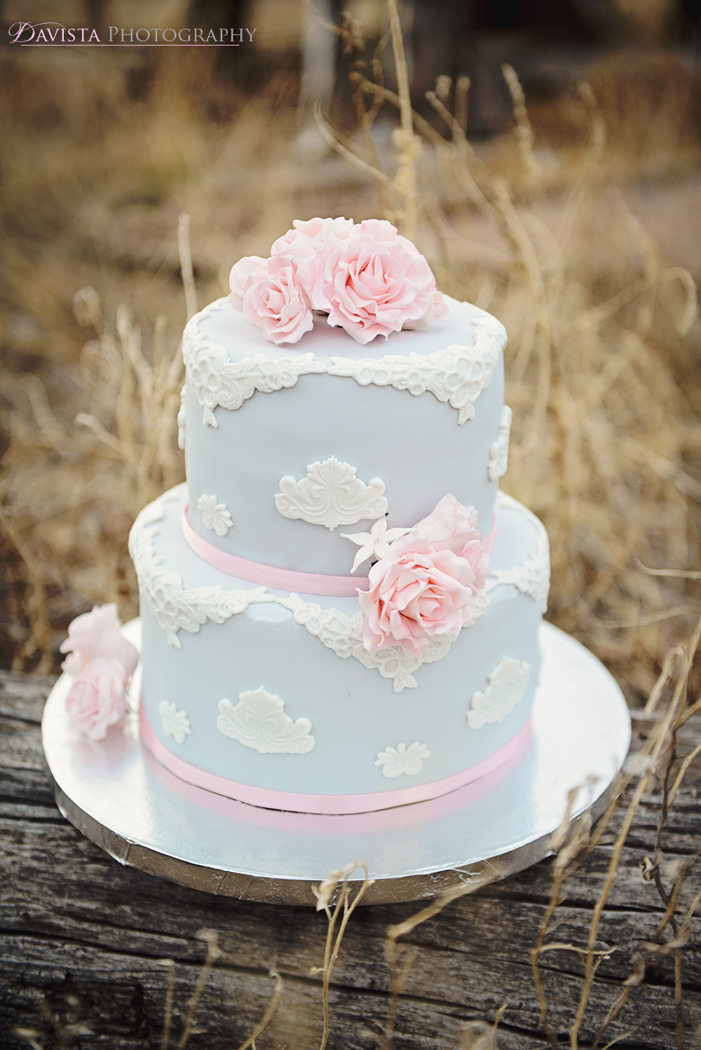 wedding-cake-fashion-photoshoot-1960s-inspired-gray-and-pink