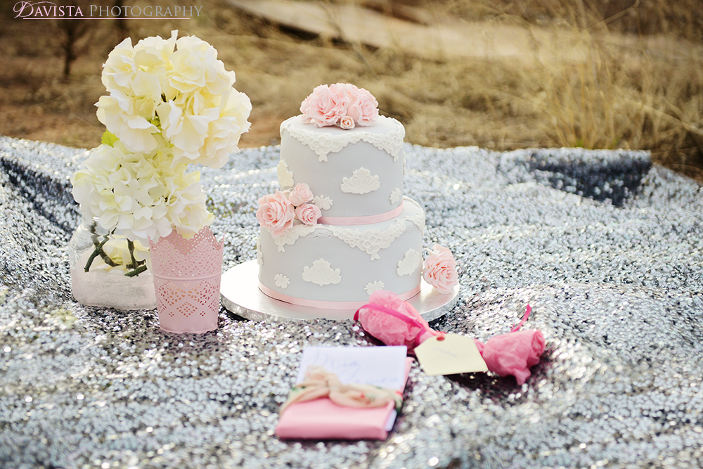 el-paso-lace-wedding-cake-pink-and-gray