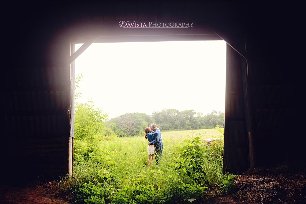 farm-barn-anniversary-session-photography-poses