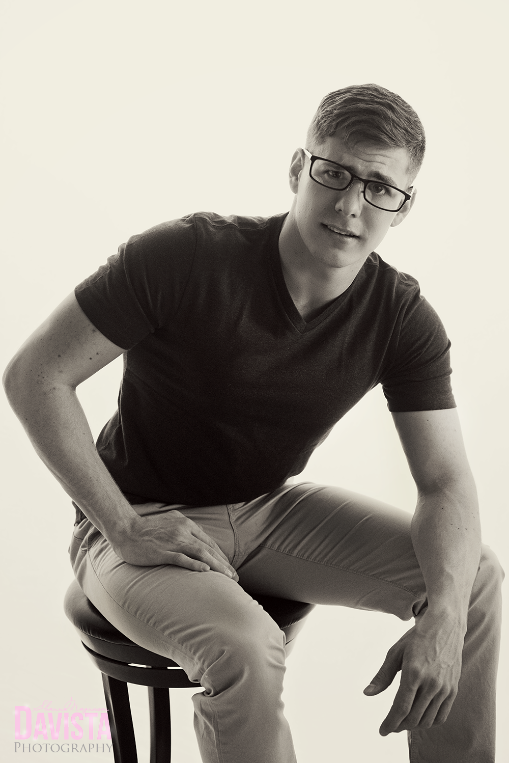 men-with-glasses-poses-male-photography