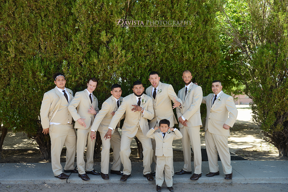new-mexico-true-wedding-party-outdoor-photos