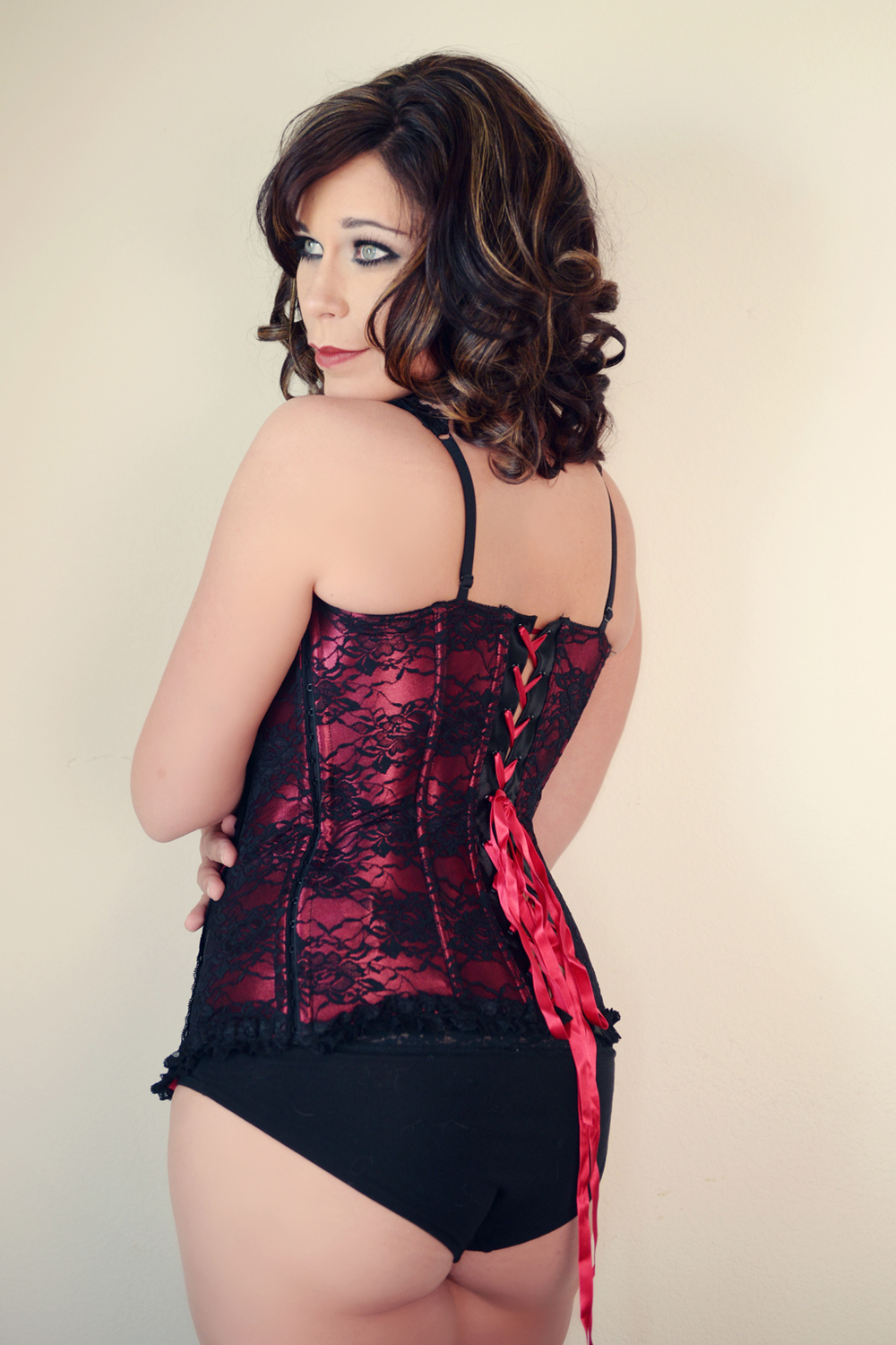 gorgeous-indoor-boudoir-poses-women-valentines-day-corset