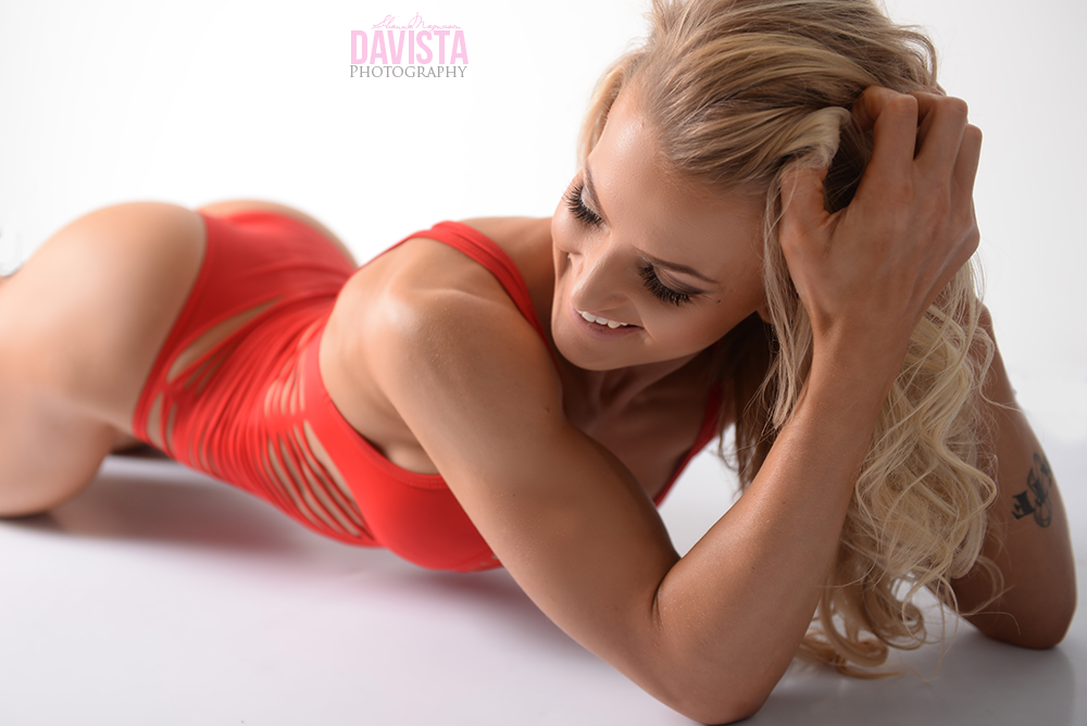 perfect poses for girls who are strong is sexy