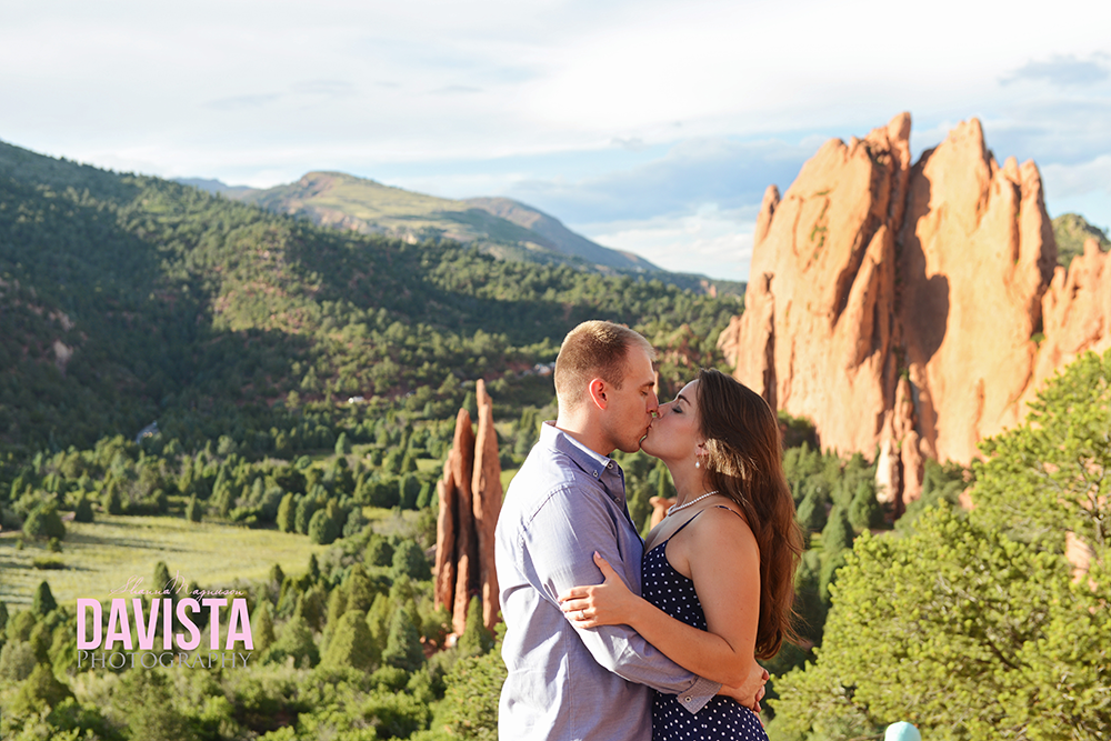 garden on the gods engagement session