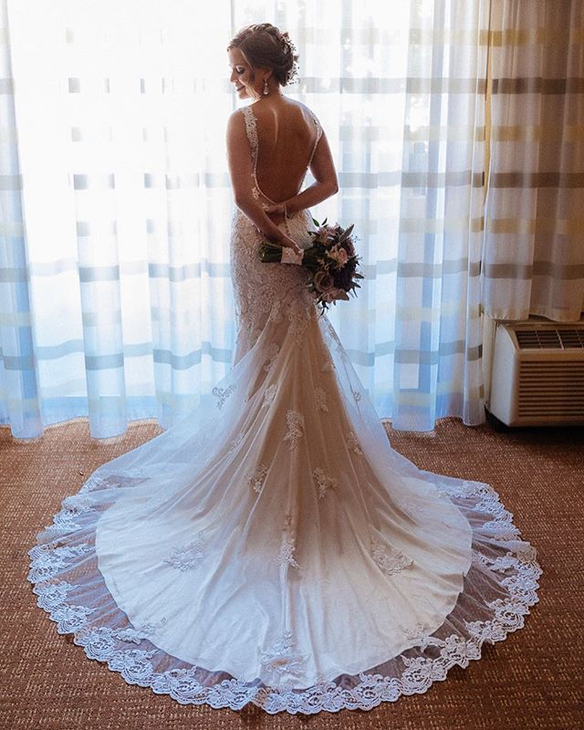 Simple and beautiful :) . . . .  #weddingblog #junbugweddings #nyweddingplanner #weddinginspiration #njweddingplanner #gracefulbrides #svadobnyfotograf #peterrigophotography  #memophotoagency #authenticlovemag #mrandmrs #loveintentionally #weddingdetails #huffpostweddings #weddingforward #romanticwedding #shesaidyes #yestothedress #bridemagazine #married #bettertogether
