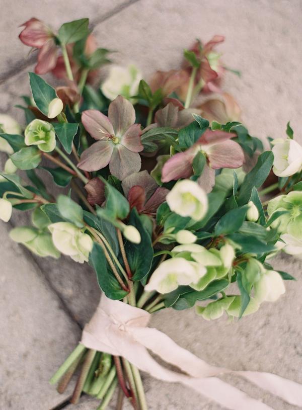 hellebore-wedding-bouquet-helleborus.png