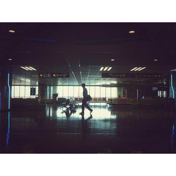 #taipei #songshan #airport #silhouette #traveler