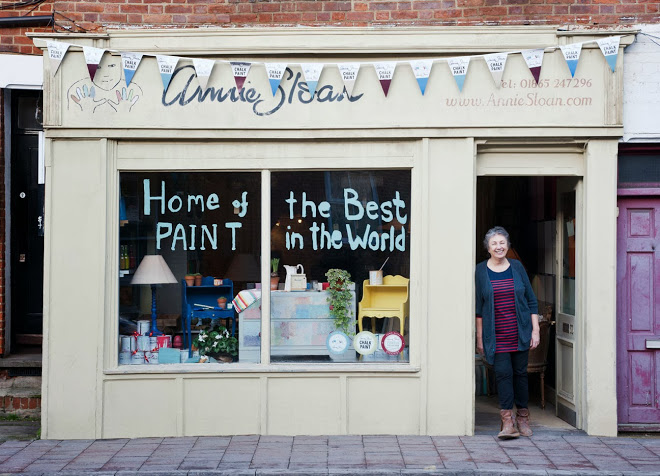 Annie Sloan in front of her Oxford shop. (Photo by Stephen DeVries for fresh style magazine)