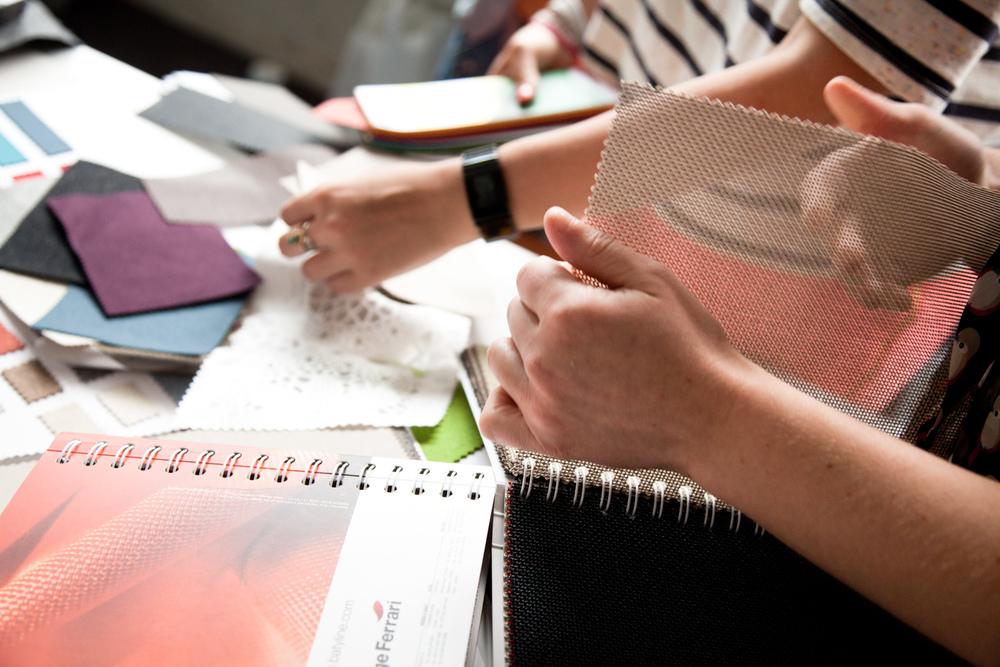 """Choix de matières.  Extraits de commandes des Compagnons du Devoir, autour des projets """" Défi Innover Ensemble """", en partenariat avec l'ENSCI-Les Ateliers, et l'Institut Français de la Mode. ( 2010-2015 )"""