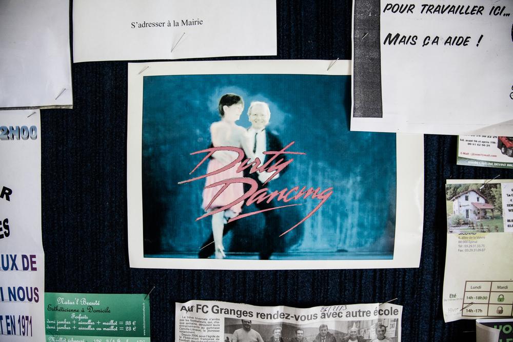 31 Mars 2013. Café chez Christine. Chez Christine, un des 2 cafés de Laveline, tous les dimanches, c'est thé dansant.  Extrait du projet webdocumentaire   Les Pieds dans la France  , co-réalisé avec Stéphane Doulé et Camille Millerand.