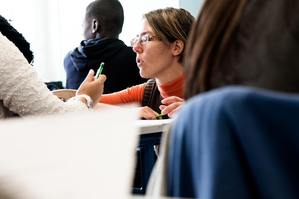 Vanessa Perello, professeur de Français, est l'une des deux professeurs principaux de la classe.Elle partage la fonction avec sa collègue d'anglais, Cathelyne Pinte. Dans les collèges ÉCLAIR, chaque classe est ainsi encadrée par deux en seig nants afin de permettre aux quinze professeurs qui composent l'équipe pédagogique d'être au plus près des élèves et des familles.  Extrait du projetLes pieds dans la Franceco-réalisé avecStéphane DouléetCamille Millerand.   http://www.unpieddanslafrance.fr/evreux