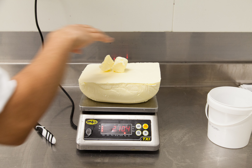 Dans le laboratoire de pesée.