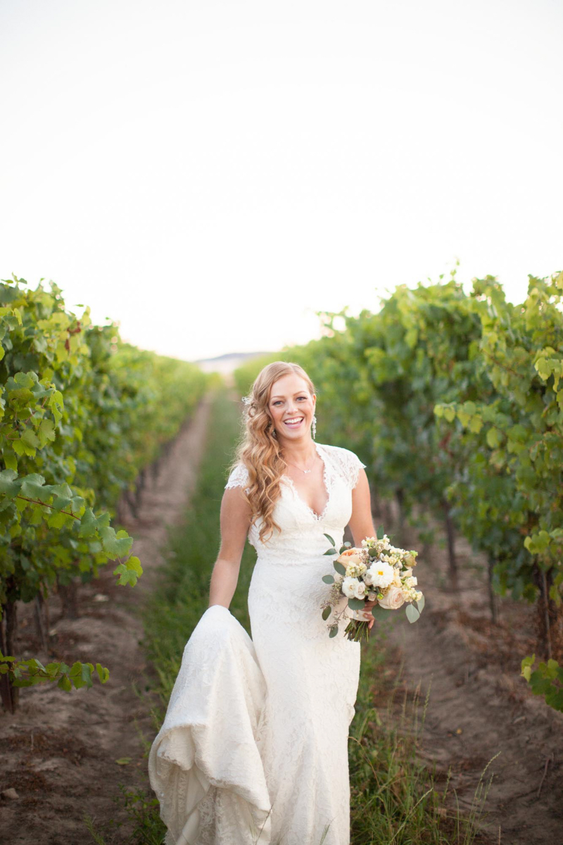 vineyard-bride-niagara-wedding-vendor-nataschia-wielink-photography-hare-wine-co031.jpg