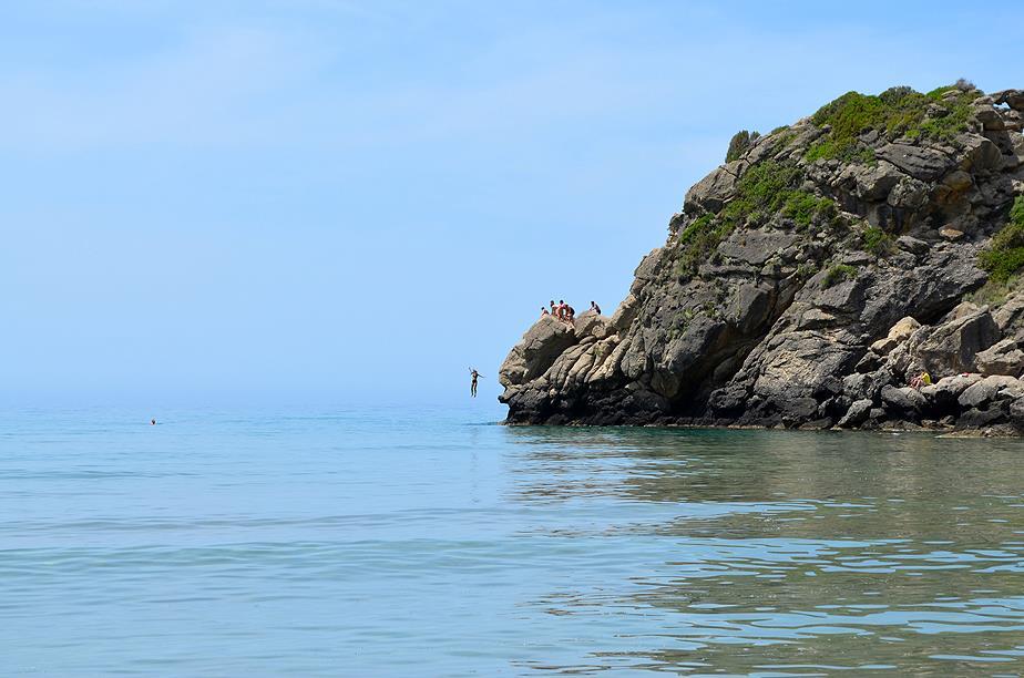 Pelekas Beach, Cliff jumping