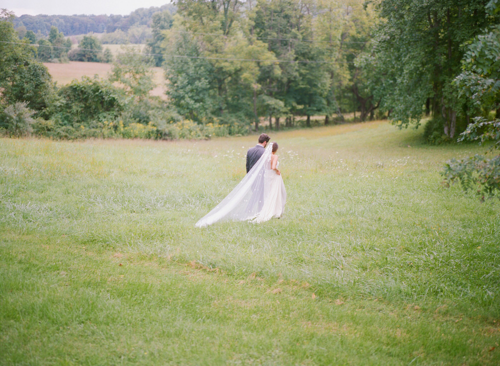 617-oatlands-plantation-virginia-film-wedding-photographer.jpg