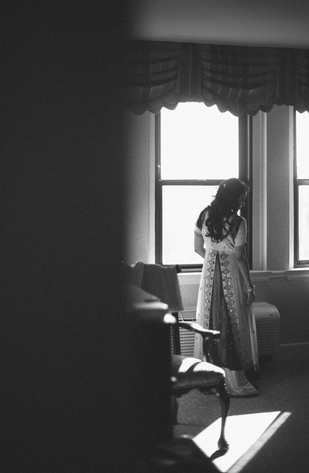 161-bride-getting-ready-washington-dc.jpg