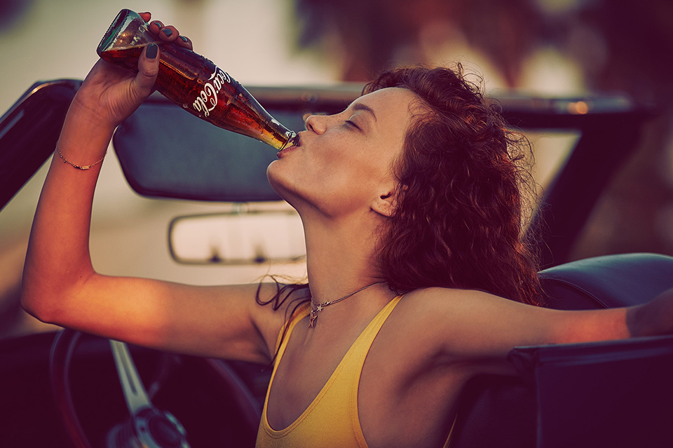 COCA-COLA_0012_Carma_Photo_Drinking_30-1.png