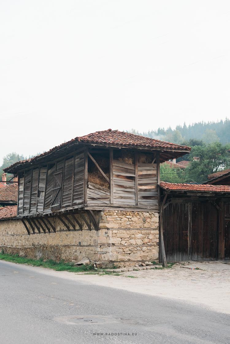 radostina_photography_travel_bulgaria_house.png
