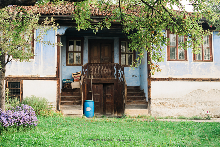 radostina_photography_travel_bulgaria_old_house.png