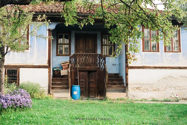 radostina_photography_travel_bulgaria_old_house.png