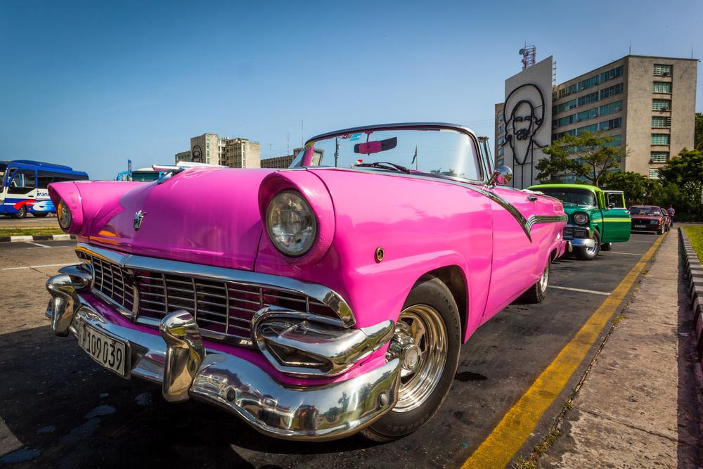A classic American auto rests in Revolution Square. 20mm f/22 1/80sec