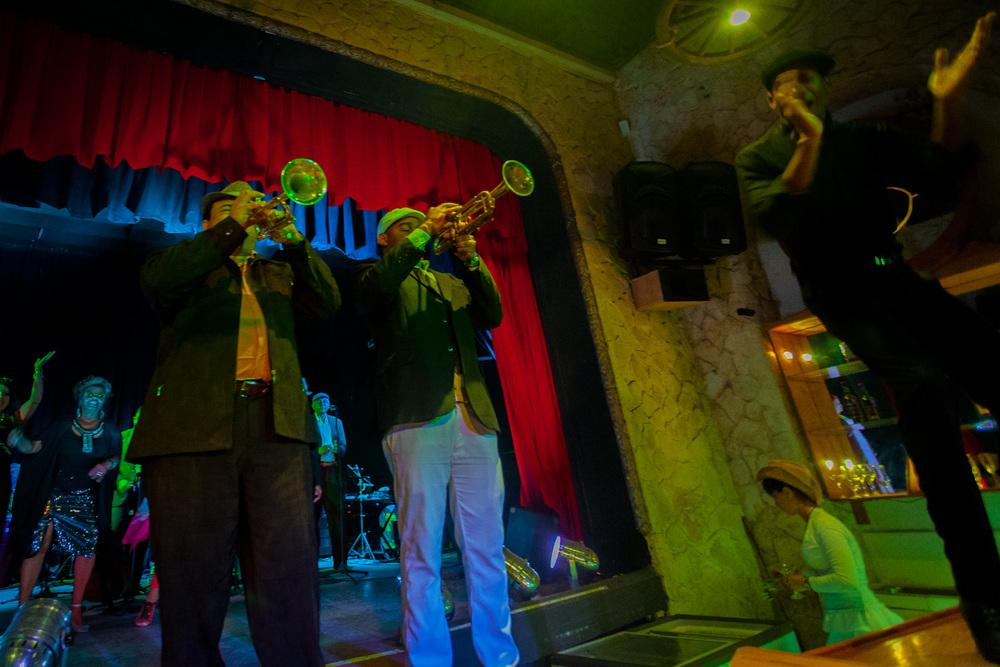 Blazing brass in a Cuban music and dinner club. 17mm f/4 1/30sec