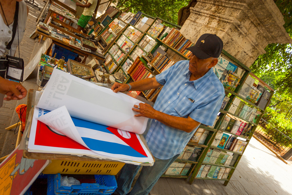 A merchant sells his wares in old Havana. 23mm f/4.0 1/200sec