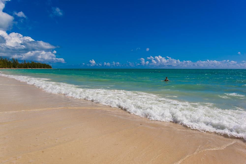 Chrysta at the beautiful Taino Beach in Freeport, Grand Bahama. 22mm f/11 1/500sec