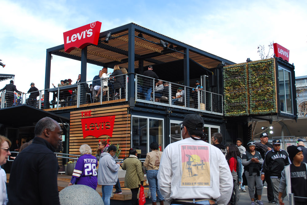 There were a few sponsored areas on the outskirts of the Super Bowl City area, but one that stood out to me was the Levi's Lot. I appreciated the architecture and design of the place. Very cool.