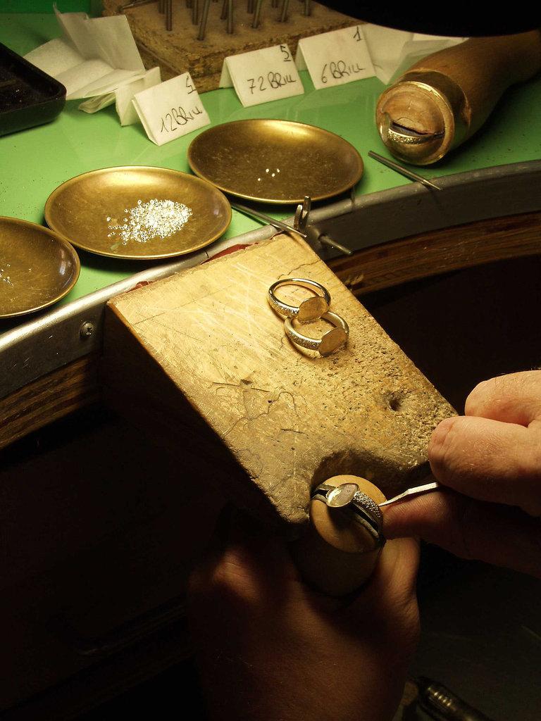 图解欧洲高级定制珠宝的制作过程