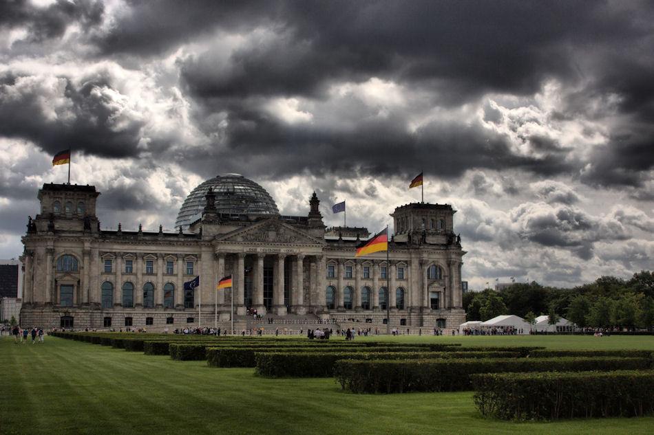German parliament approves Greek bailout plans