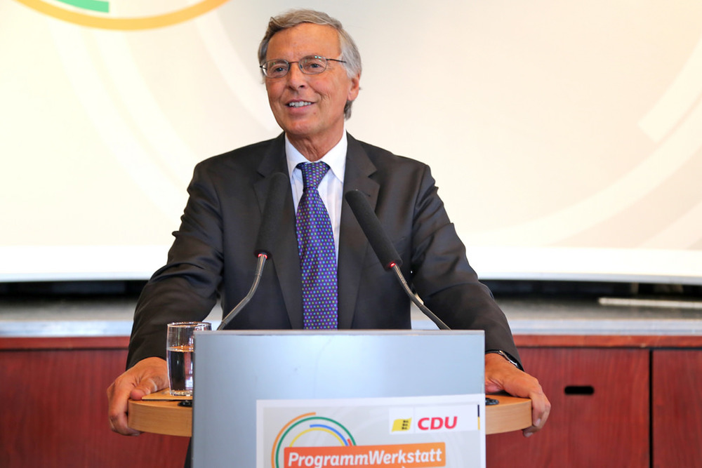 Wolfgang Bosbach (CDU) resigns his chair position as protest for Greece deal.