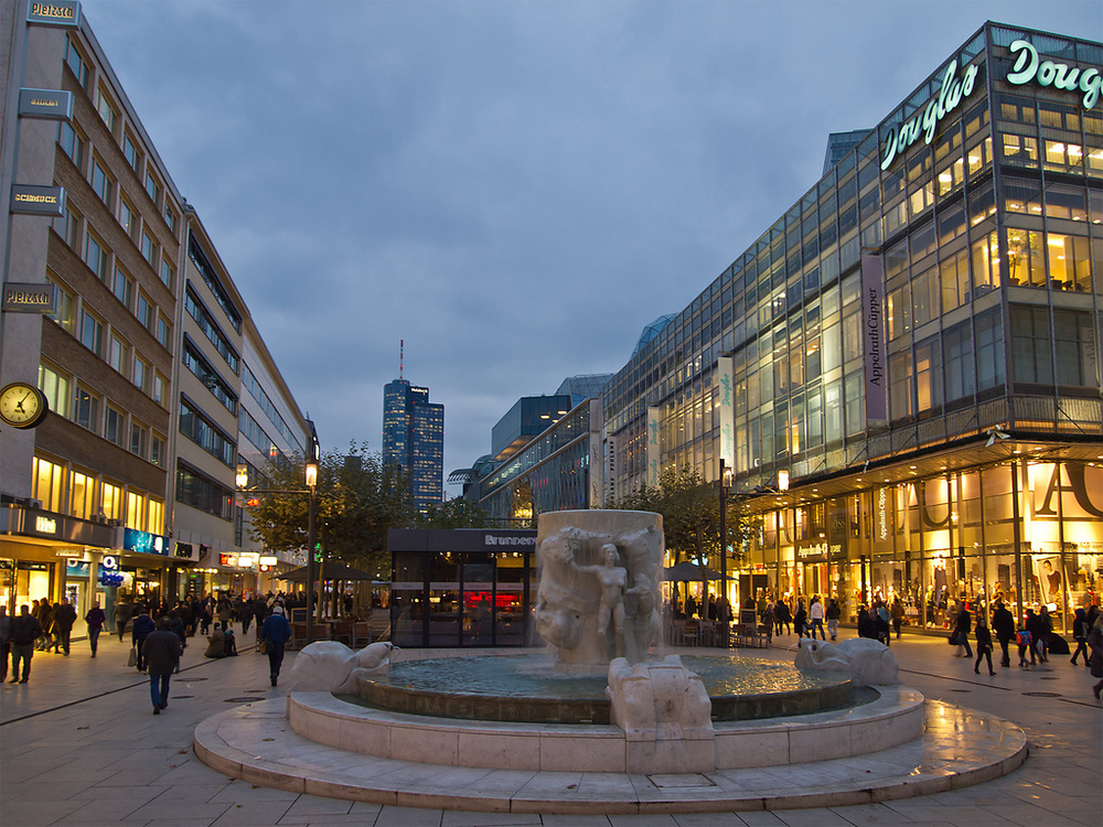 Stroll, eat, shop and have a good time at Zeil in Frankfurt.