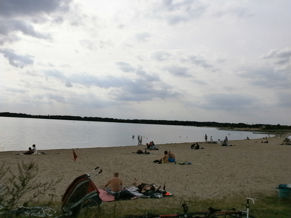Chill out on the beaches of Cospudener See in Leipzig.